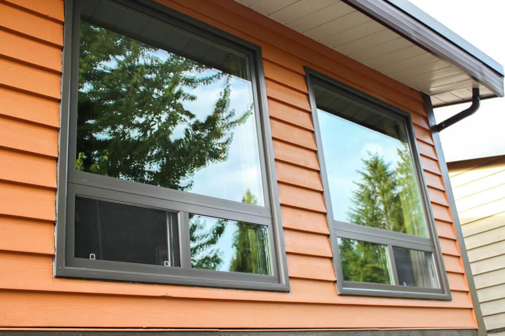 energy efficient vinyl horizontal window replacement with brickmold window flange